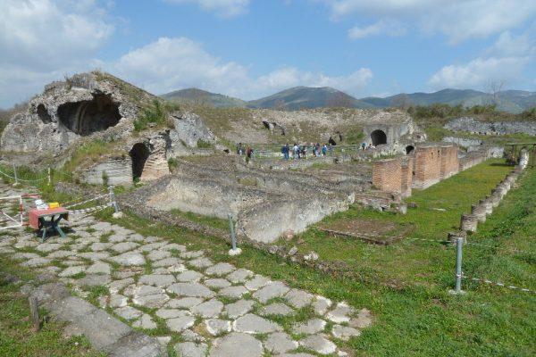 Cales - Teatro romano